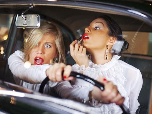 Maquiagem no volante, perigo constante 1