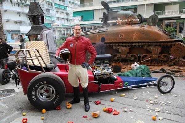 Peter Perfeito e o Carrão Aerodinâmico no set de Corrida Maluca criada pela Y&R para Peugeot 2